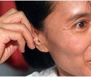 Birmanie : des milliers de personnes acclament Aung San Suu Kyi
