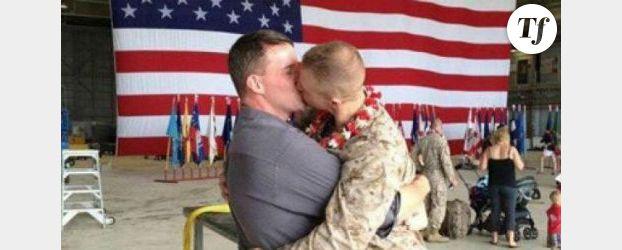 Un bisou entre militaires gays fait le buzz sur Facebook