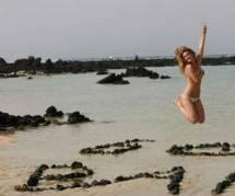Bar Refaeli presque nue sur Facebook