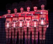 François Morel nu pour les danseuses  du Crazy Horse