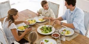 Repas : prendre son temps à table permet de maigrir
