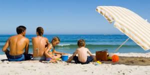 Soleil : les parents protègent mieux la peau de leurs enfants que la leur