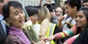 Aung San Suu Kyi reçue par le président François Hollande