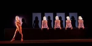 « Feu » : la revue Louboutin du Crazy Horse en 3D au cinéma