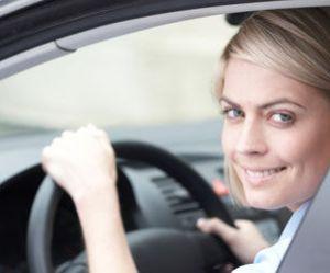 Assurance auto : les femmes paient moins cher