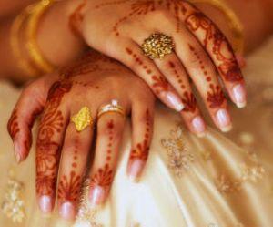 Inde : une ONG offre des toilettes à une jeune mariée