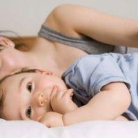 Co sleeping dormir avec b b est dangereux pour sa - Quand faire dormir bebe dans sa chambre ...