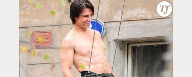 Tom Cruise dans le peignoir de Hugh Hefner ?