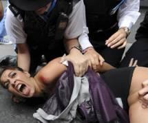 JO de Londres 2012 : des féministes manifestent seins nus contre les islamistes