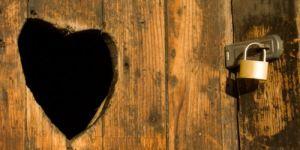 Savoir aimer sans étouffer l'autre et... tordre le cou à 6 citations