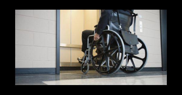 handicap jug 233 e sur le trottoir faute de re d acc 232 s pour fauteuil roulant