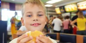 Nutrition : Les enfants qui mangent gras et sucré sont-ils plus bêtes ?
