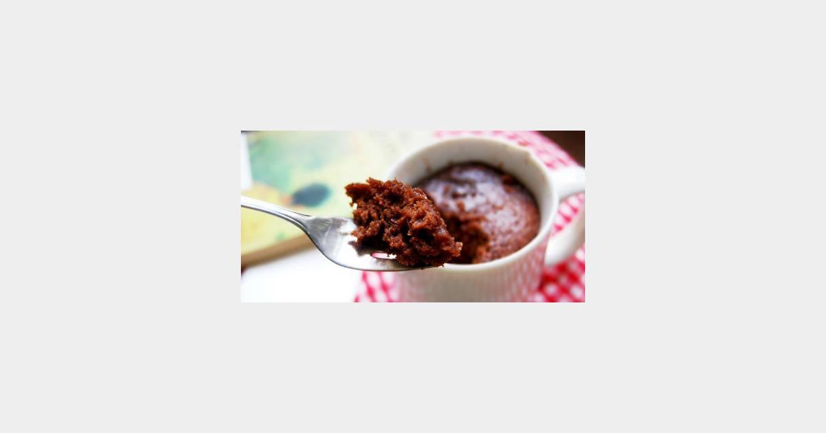 Chocolate mug cake recette du g teau au micro ondes - Cuisiner au micro onde ...