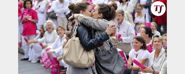 Touche pas à mon poste : Enora Malagré embrasse une chroniqueuse - Vidéo