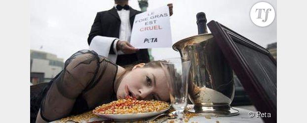 Peta : happening choc contre le gavage et le foie gras à Paris