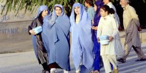Afghanistan : les femmes entre burqas et chirurgie esthétique