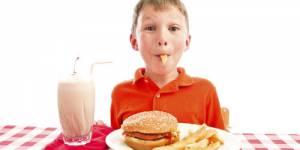 Le fast-food favorise l'asthme, l'eczéma et les rhinites allergiques chez les enfants