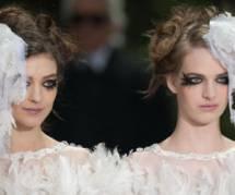 Chanel : Karl Lagerfeld fait défiler deux mariées pour dire oui au mariage gay