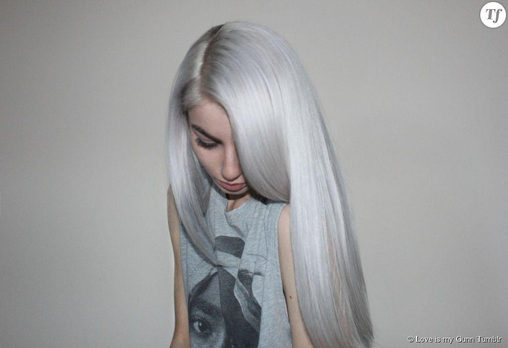 """La tendance """"granny hair"""" sur cheveux longs."""