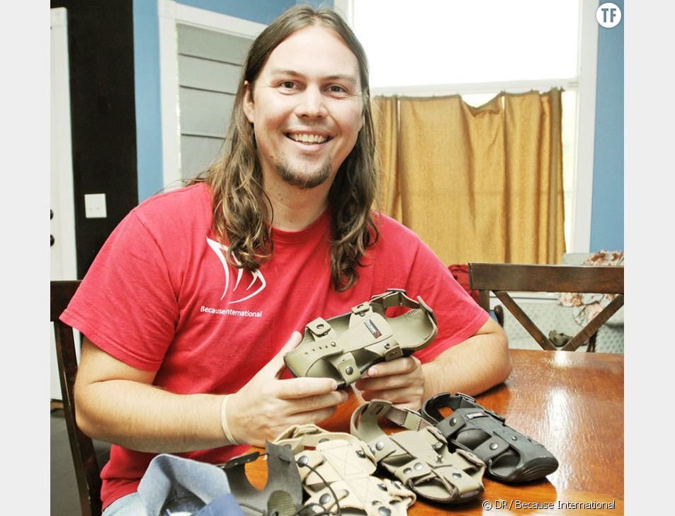"""Kenton Lee, l'inventeur de """"The Shoe That Grows""""."""