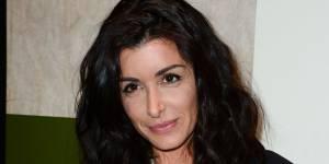 Jenifer : micro-short et cascade de cheveux pour un look sexy - PHOTOS