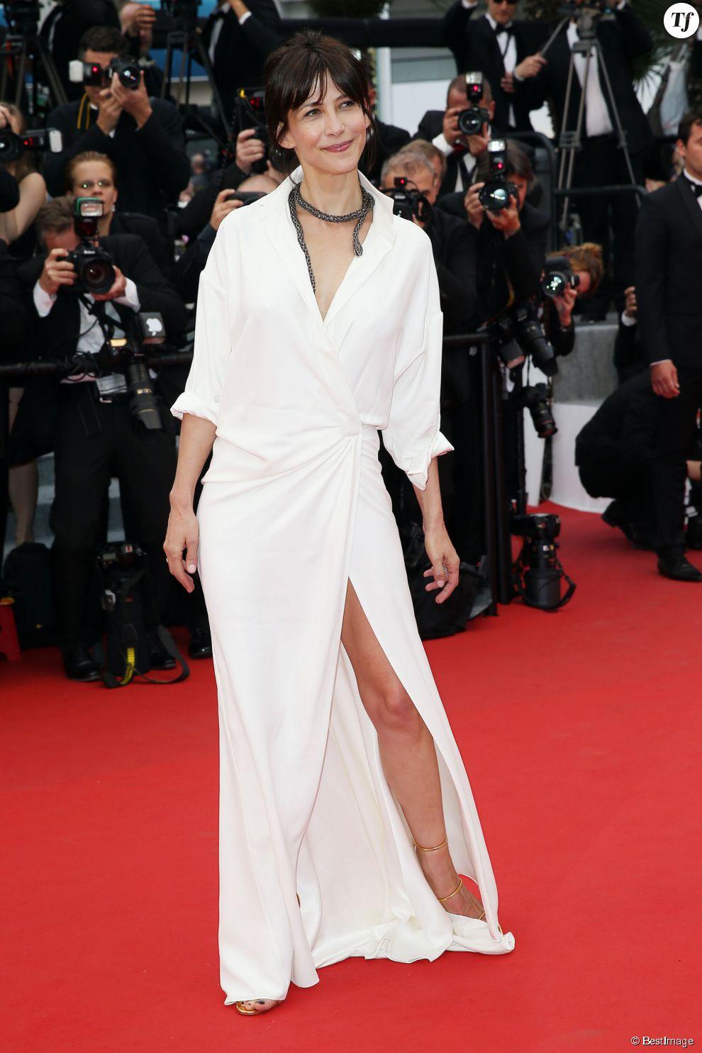 Sophie Marceau et sa désormais célèbre robe portefeuille blanche