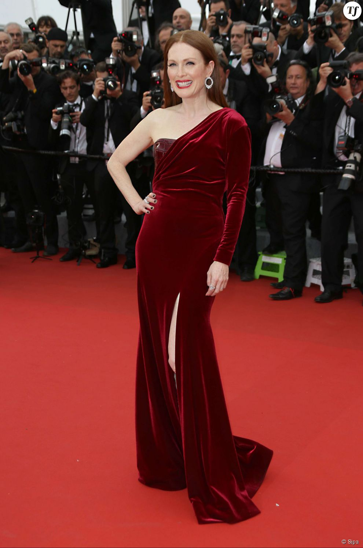 """Julianne Moore sur le tapis rouge du Festival de Cannes 2015 pour la première de """"Mad Max: Fury Road"""" le 14 mai 2015."""