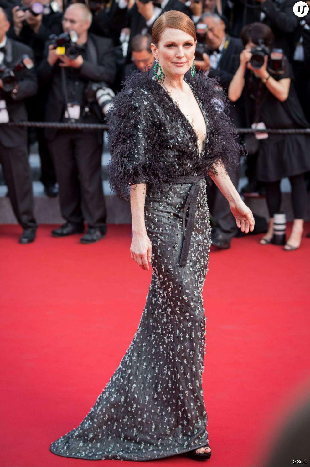 Julianne Moore sur le tapis rouge de la cérémonie d'ouverture du Festival de Cannes 2015