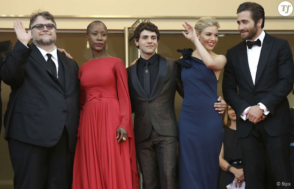 Le jury du Festival de Cannes 2015 lors de l'ouverture le 13 mai 2015