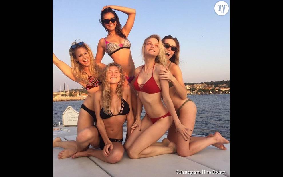 Nina Dobrev en vacances sur un yacht à Saint-Tropez