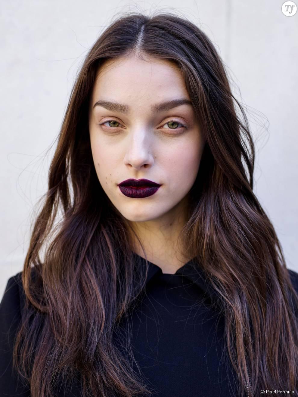 Maquillage : rouge à lèvres dark au défilé Ungaro automne-hiver 2015-2016.