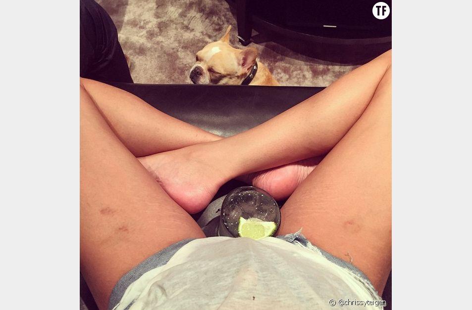 Il y a quelques mois, la mannequin Chrissy Teigen avait elle aussi affiché ses vergetures sur Instagram.