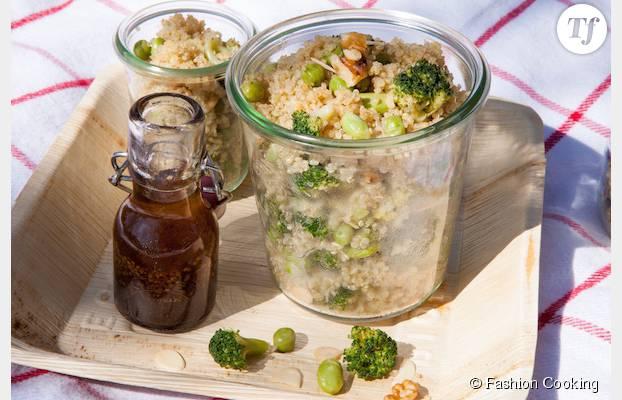 Des graines et de la verdure pour une salade 100% healthy.