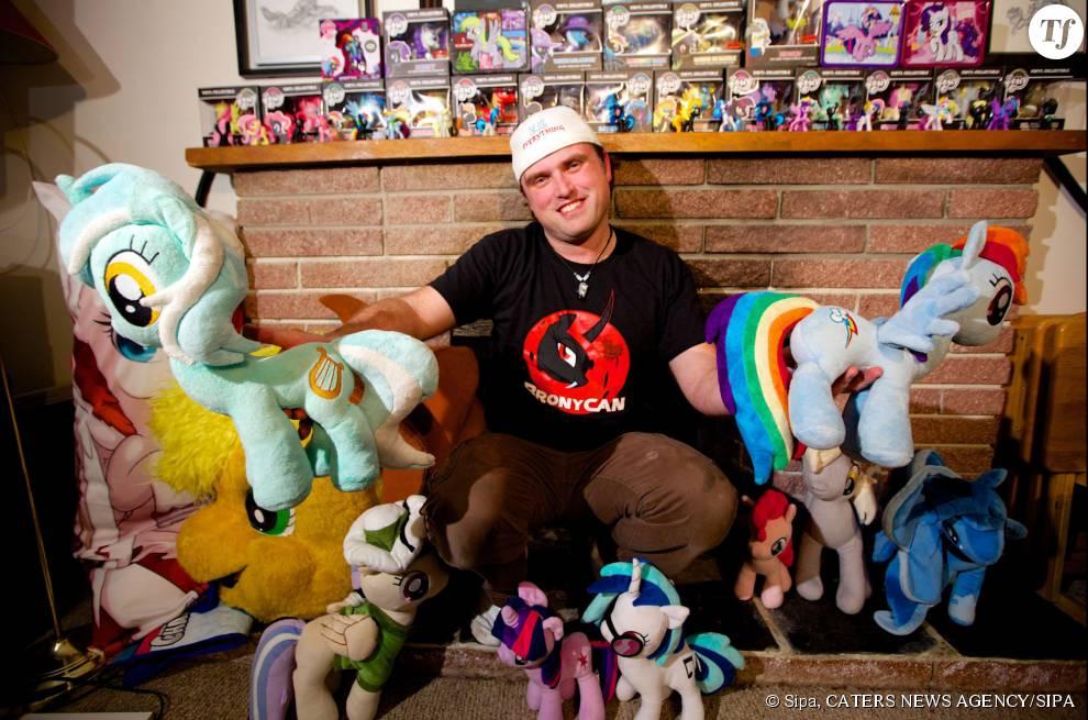 Les bronies sont fans de My Little Pony et voit d'un mauvais oeil les fanstasmes sexuels des cloppers.