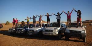 À l'arrivée du Trophée Roses des sables : des mères dans le désert