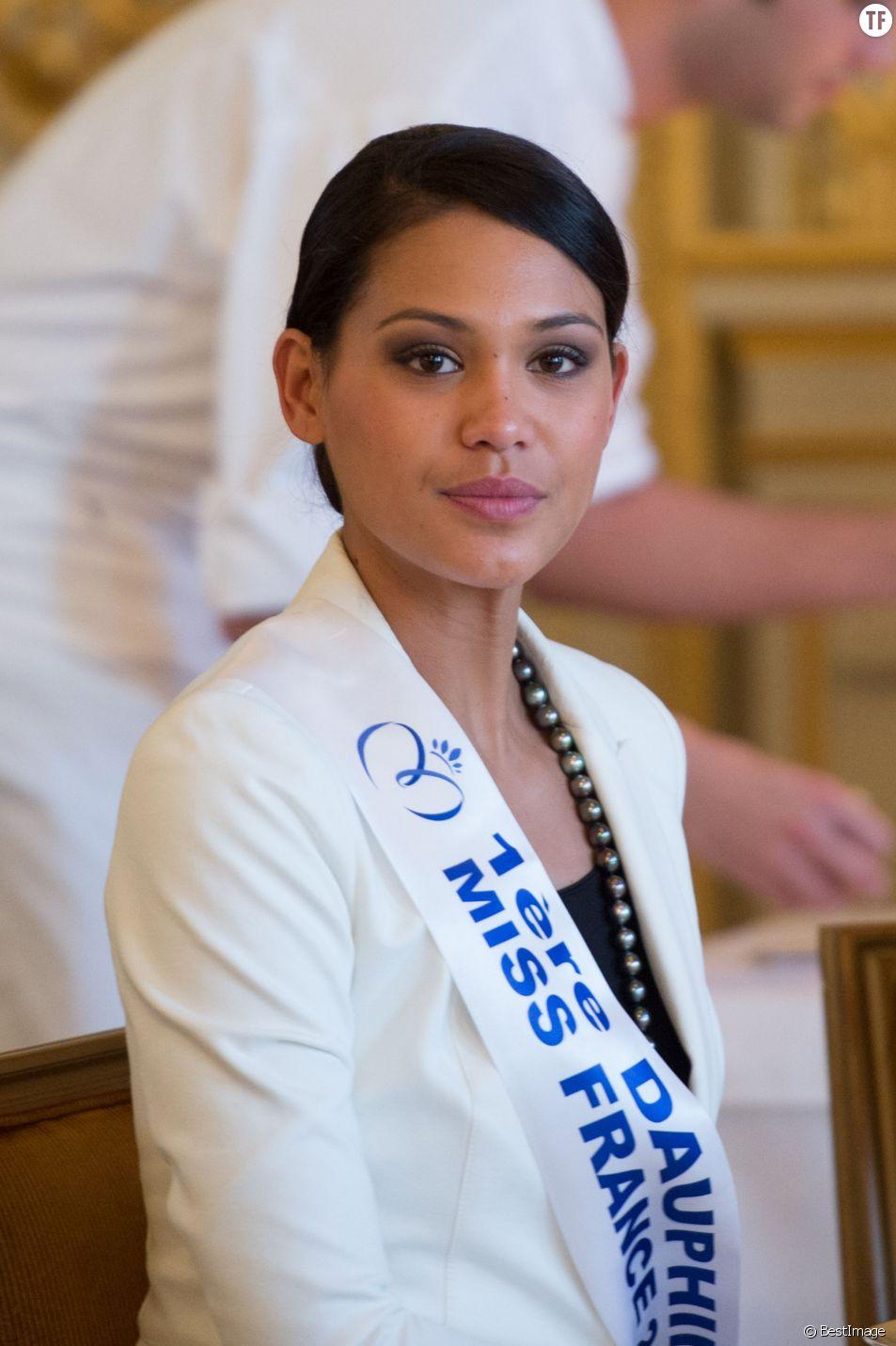 Semi-Exclusif - Hinarere Taputu (Miss Tahiti - 1ère Dauphine 2015) - Anniversaire surprise ( 20 ans) de Miss France 2015, Camille Cerf et de sa soeur jumelle Mathilde au Shangri-La Hotel Paris. Le 9 Décembre 2014.