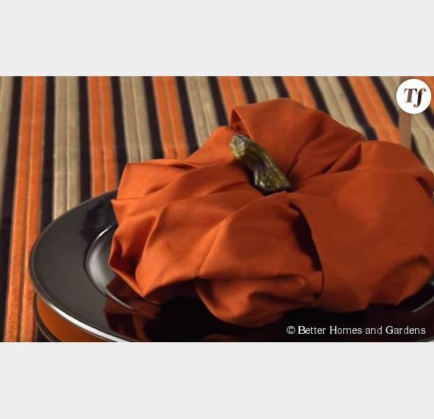 halloween 2015 pliage de serviette en forme de citrouille. Black Bedroom Furniture Sets. Home Design Ideas