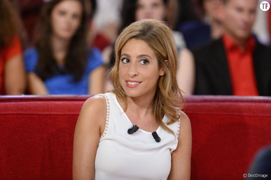"""Léa Salamé à l'enregistrement de l'émission """"Vivement dimanche"""" en septembre 2015"""