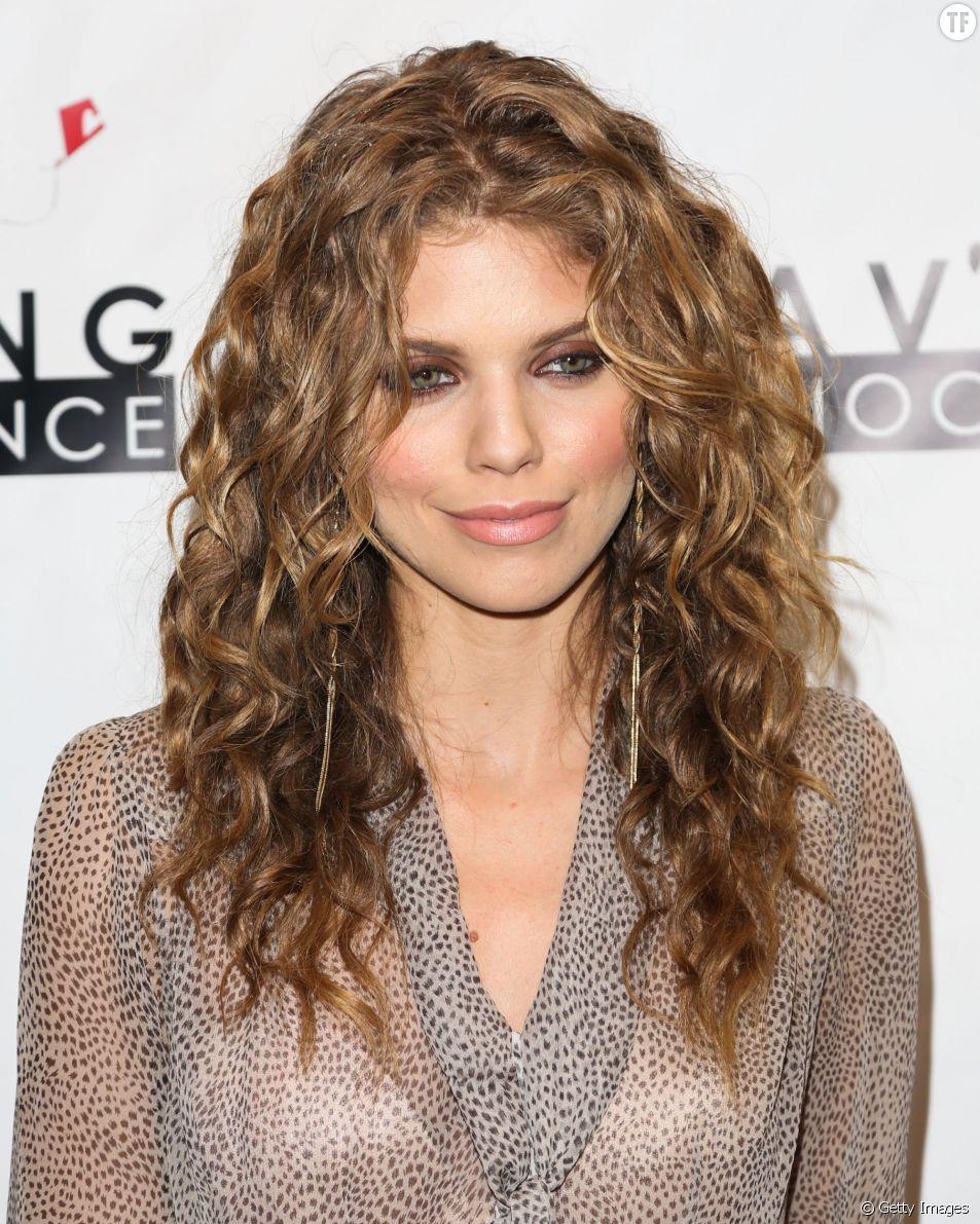 Belles boucles cheveux frises
