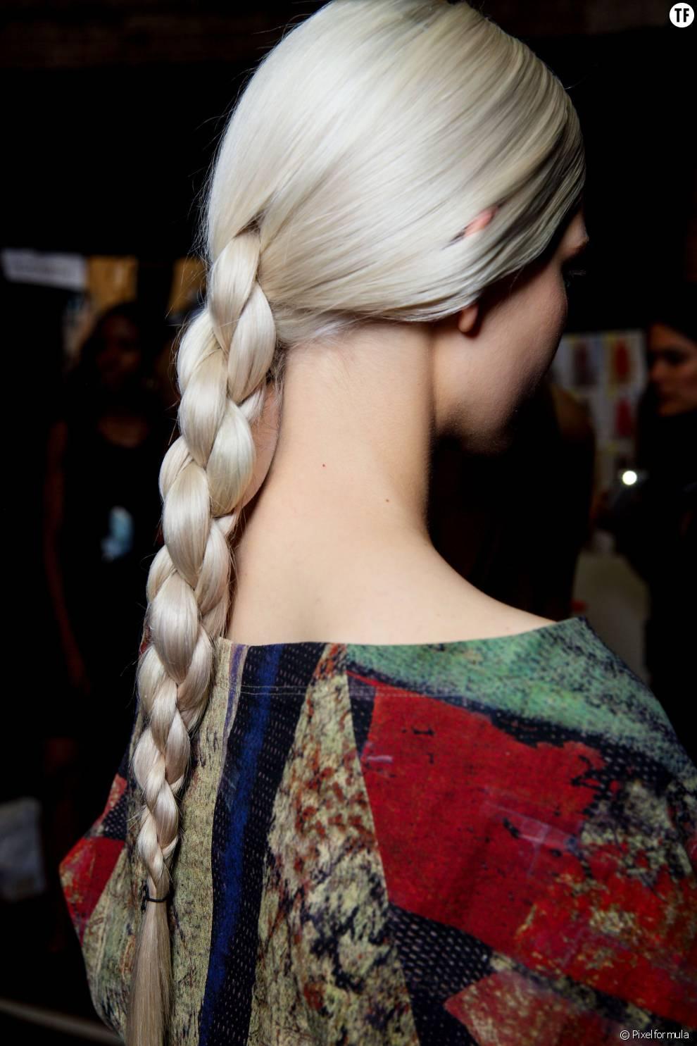 On adore les rondeurs de cette tresse couture signée Donna Karan.