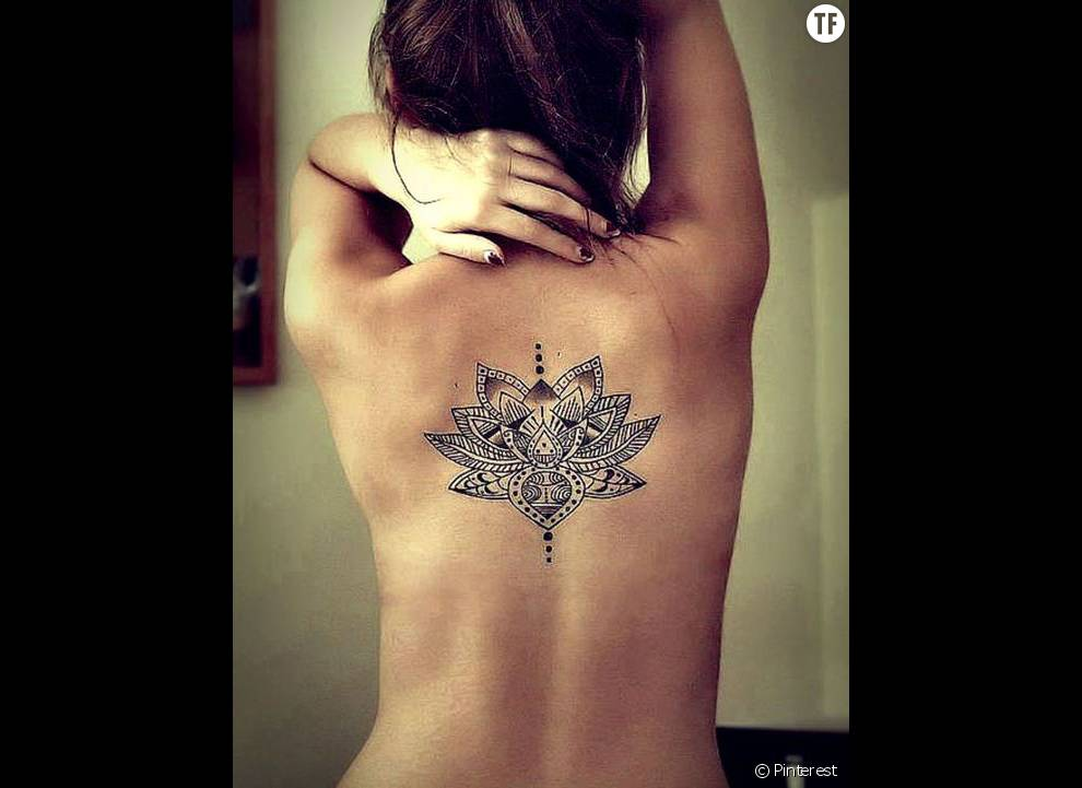 Tatouage De Mandala Entre Les Omoplates Terrafemina