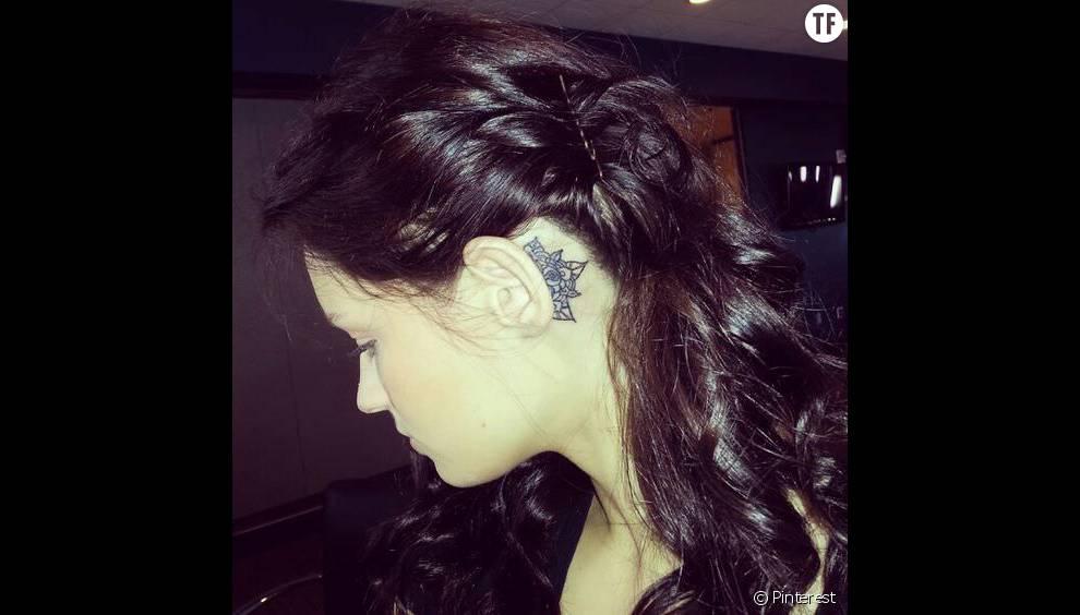 tatouage de mandala derrière l'oreille - terrafemina