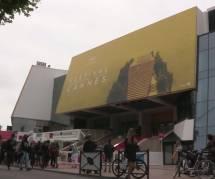 Festival de Cannes 2016 : Kristen Stewart et Blake Lively sublimes au Photocall de Cafe Society