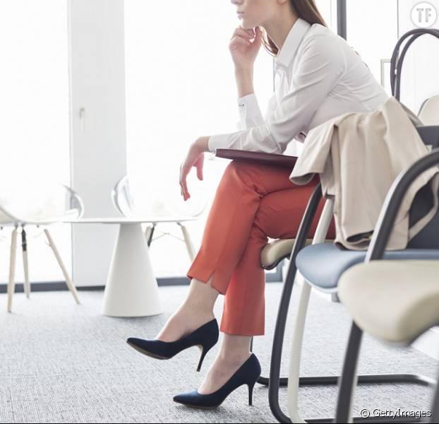 Peut-on forcer les femmes à porter des talons au travail ?
