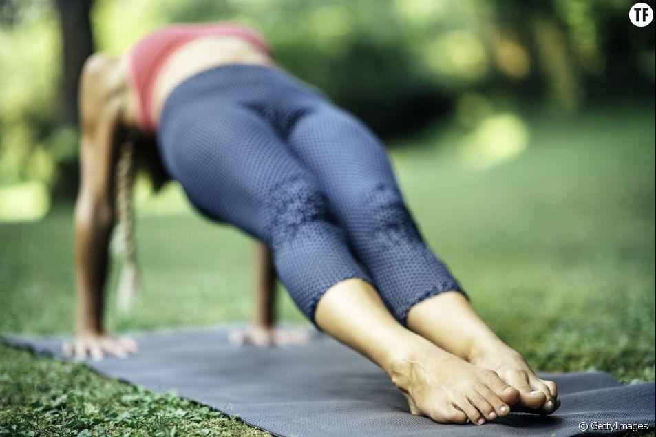 3 exercices à faire chez soi après une journée assise - Terrafemina 841c8a74b04