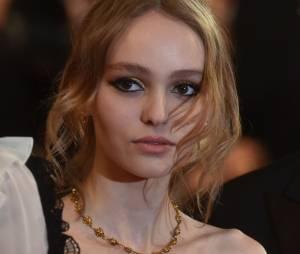 Lily-Rose Depp : elle craque après Cannes, son amoureux Ash Stymest la réconforte (photos)