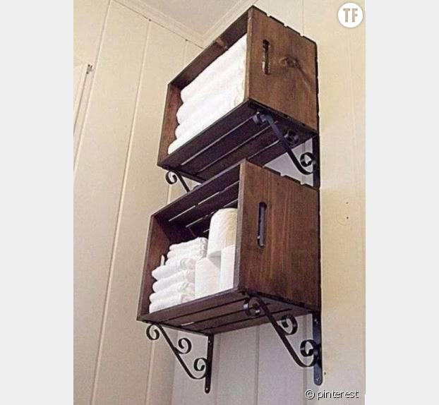 Une étagère à serviettes