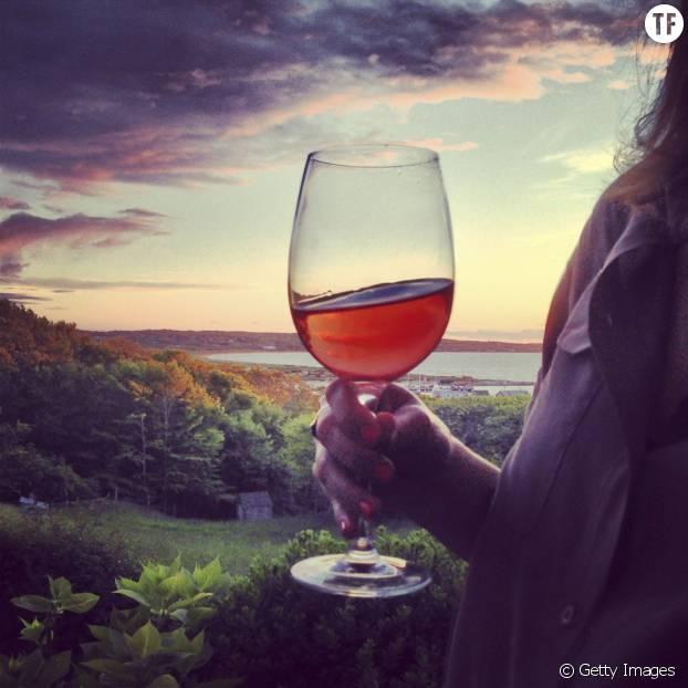 Un verre de vin le soir pour mieux dormir ? Attention, faux-ami !