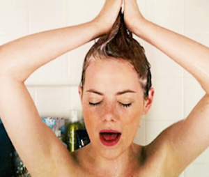 Chanter sous la douche, le secret anti-stress pour booster son ego
