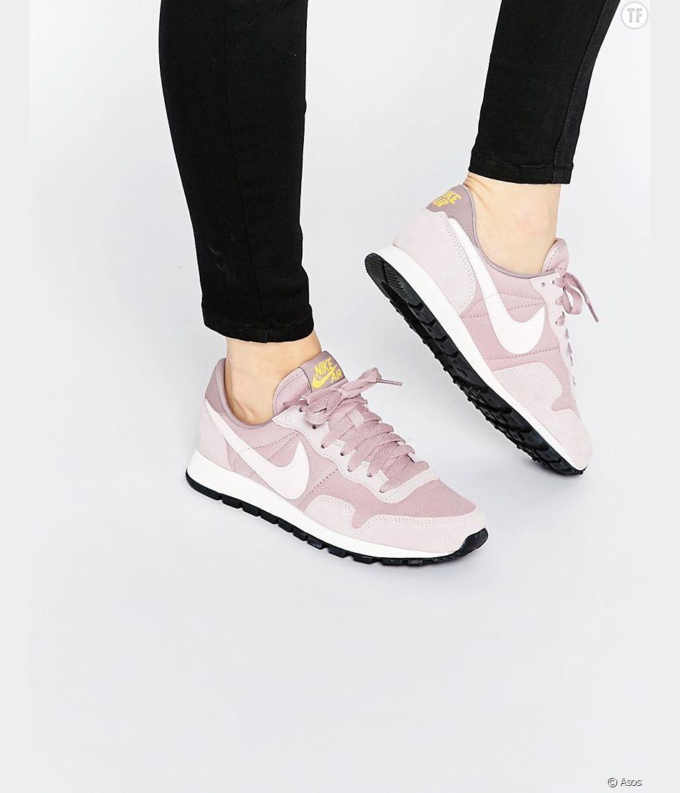 Les sneakers roses sont les nouvelles baskets blanches